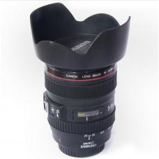 כוס קפה בעיצוב של עדשת מצלמה